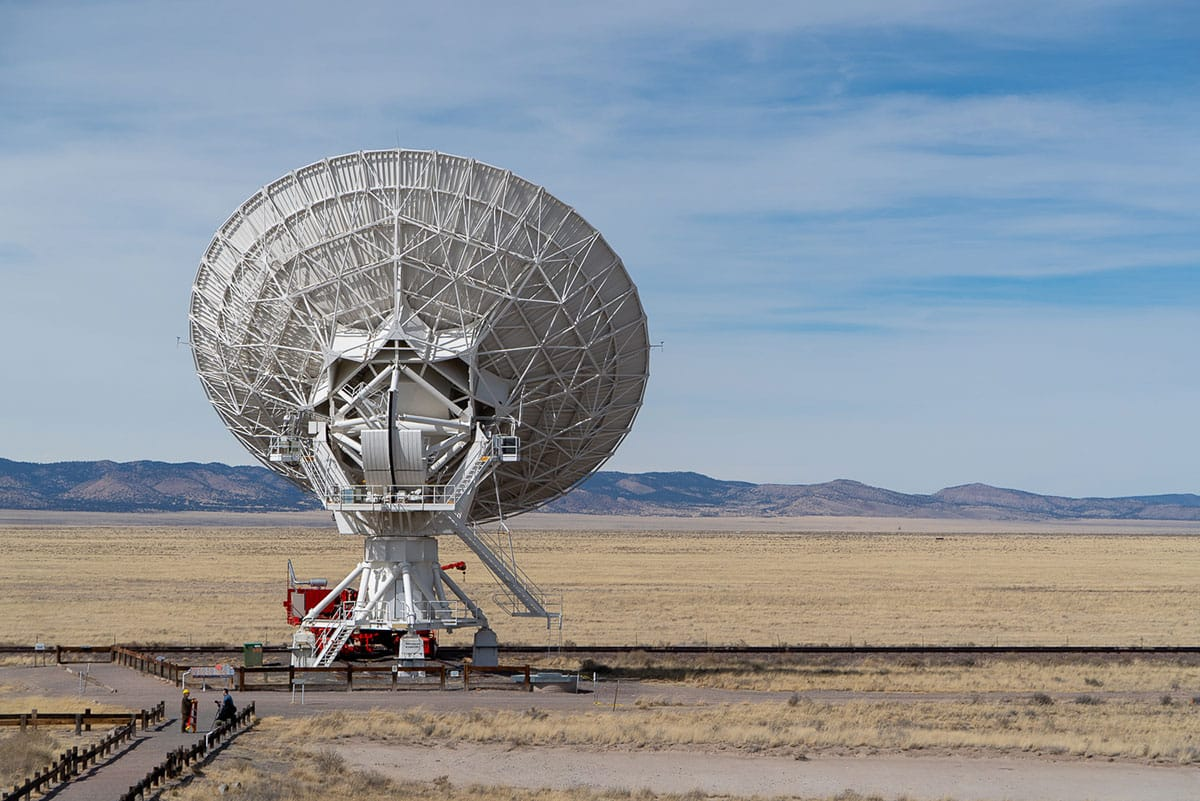 Visiting the Very Large Array: the 27 giant radio telescopes scour the heavens for pulsars, quasars, black holes, and more.